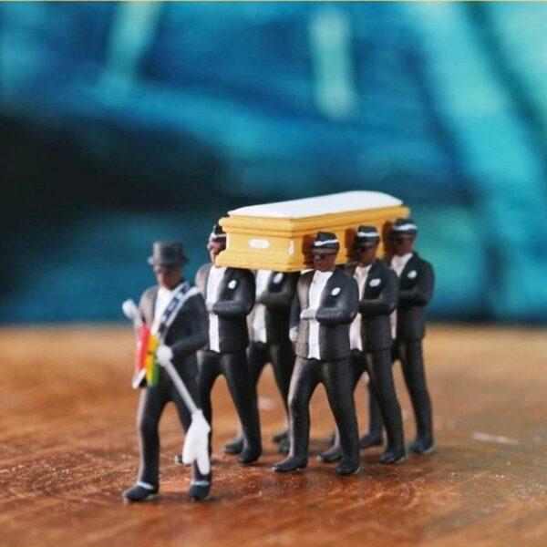 1:64 High Simulation Plastic Ghana Funeral Coffin Dancing Pallbearer Team Model Exquisite Workmanship Action Figure Car Decor